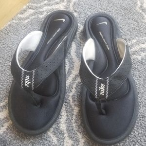 5 for $25 bundle me ! Nike sandals  used  size 9